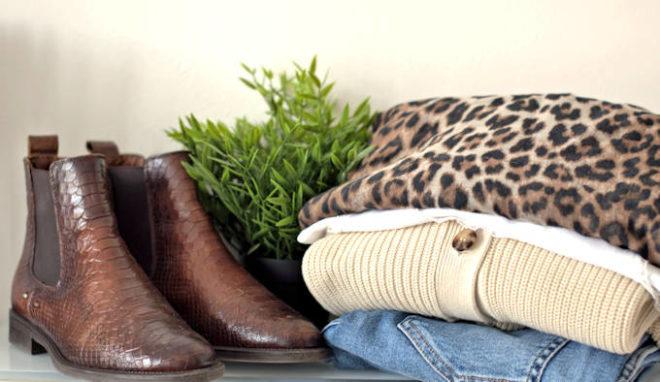Nicole von lifewithaglow schreibe über Herbstzeitlose Klassiker. Herbstliches Outfit: Cardigan, Stiefelletten, Tücher
